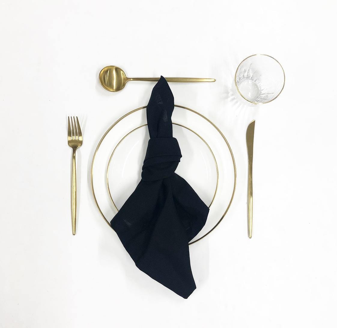 black tableware package